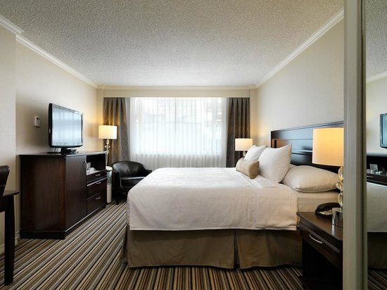 Chateau Victoria Hotel and Suites: Tradtional King Room