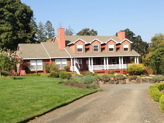 The DreamGiver's Inn: Driving up to The Dream Givers Inn