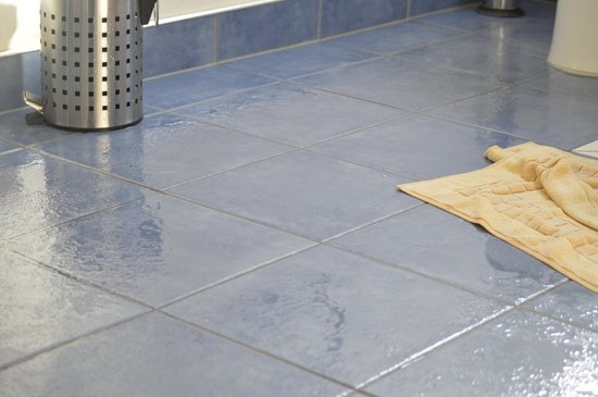 Non slip floor tiles
