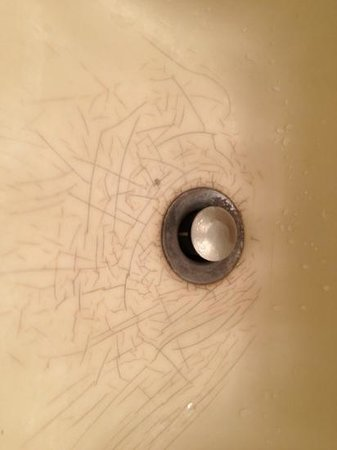 Fredericksburg Inn & Suites: bathroom sink