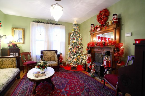 Albert Stevens Inn: Christmas Parlor