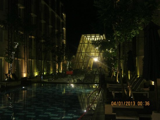 : View across pool toward front lobby