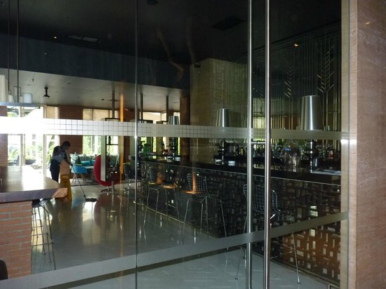 Holiday Inn Bandung: lobby bar in the new building