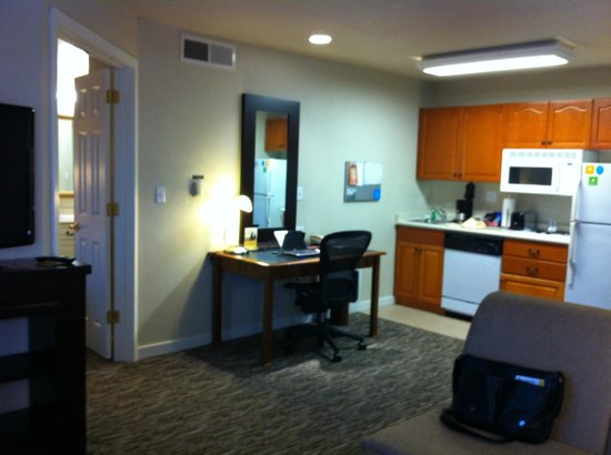 HYATT house Philadelphia/Plymouth Meeting: Kitchen &amp; study area