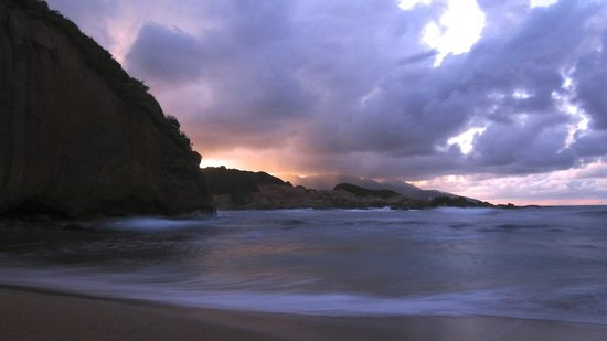 Calibishie Cove: Escape Beach Bar & Grill at Sunset - AMAZING