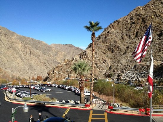 parking lot picture of palm springs aerial tramway palm springs tripadvisor. Black Bedroom Furniture Sets. Home Design Ideas