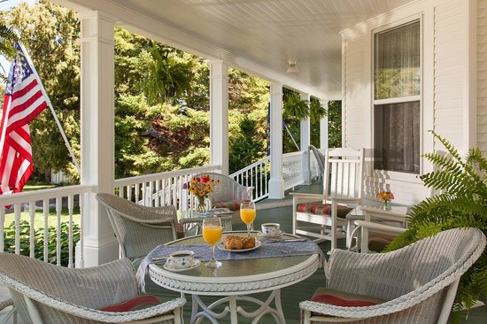 Thorp House Inn and Cottages: Front Porch