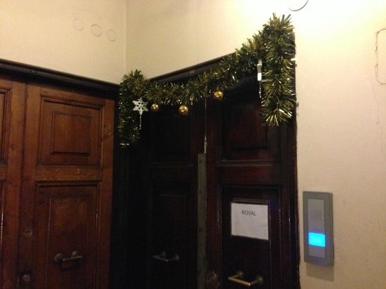 Residenza Ki Rome: Entrance to office, on the 2nd floor.