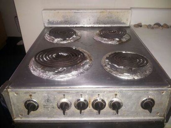 South Seas Oceanfront Family Resort: the stove was old & dirty. we never used it