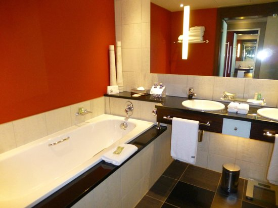 The Westin Cape Town: Bathroom with heated floors
