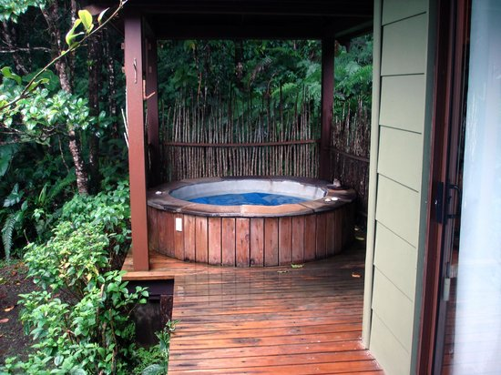 El Silencio Lodge: Hot tub
