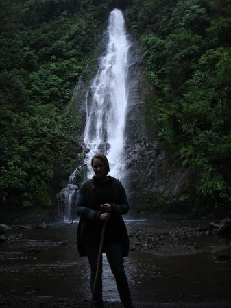 El Silencio Lodge: waterfall!!