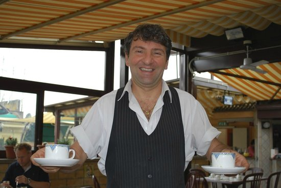 Hotel Alimandi Tunisi: Francesco...service with a smile