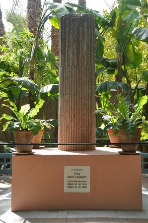 Yves saint laurent memorial photo de jardin majorelle marrakech tripadvisor - Jardin majorelle yves saint laurent ...