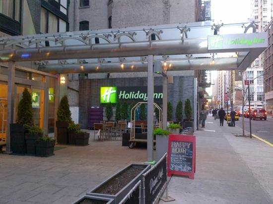 Holiday Inn NYC - Manhattan 6th Avenue - Chelsea: front entrance arriving from 7th Av