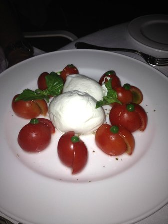 Terme Manzi Hotel & Spa: Fantastic Caprese salad at Gli Ulivi - simple perfection