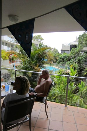 The Cove Noosa Resort: Apartment overlooking the pool