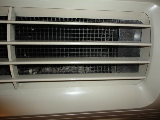 Comfort Inn University: Dirty A/C that produced horrible smell