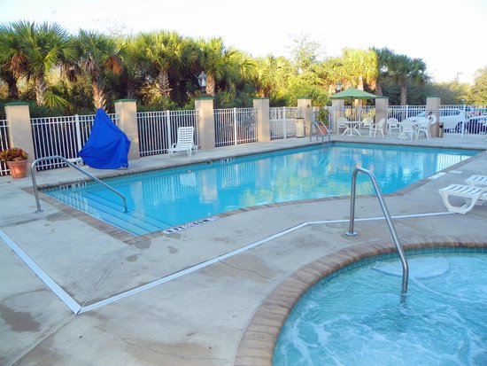 Holiday Inn Express &amp; Suites Bradenton East-Lakewood Ranch: Nice Hot Tub and Pool