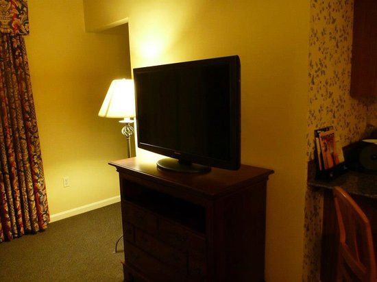 BEST WESTERN PLUS Inn & Suites Rutland/Killington: One of the 42inch tv's