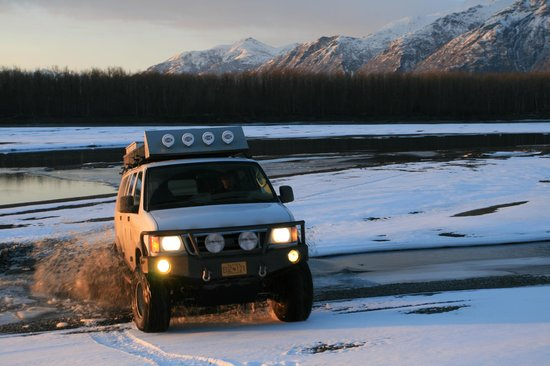 Knik River Lodge: Cutomized winter adventures for groups or media events