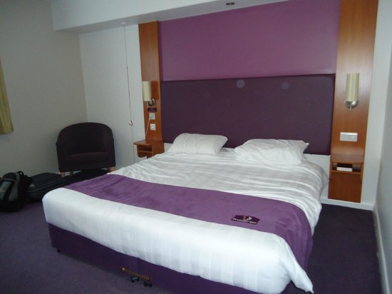 Premier Inn Birmingham Central Hagley Road: Bedroom