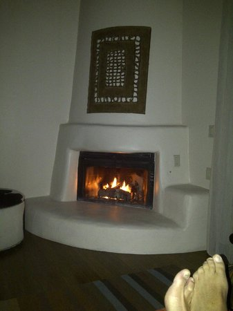 Enchantment Resort: Gas fireplace in the room