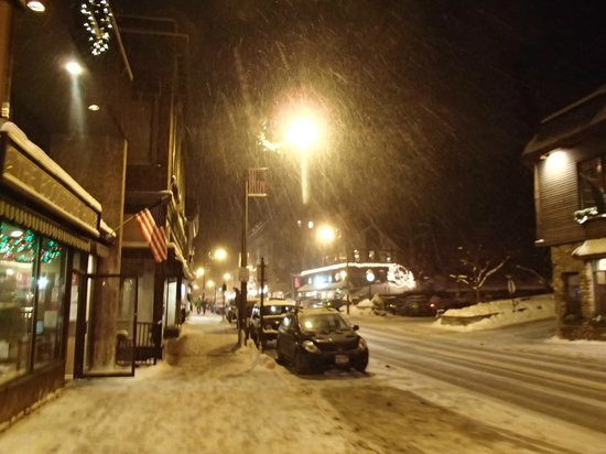 Maple Leaf Inn: Downtown Lake Placid- everything in walking distance.