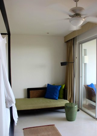 Yaiya Hua Hin: Daybed in seaview room