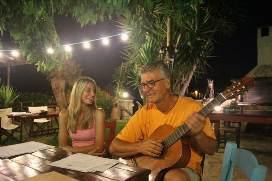 Porta del Mar Beach Villas: evening concert