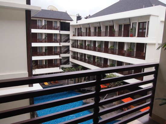 Sun Island Hotel Kuta: Rooms and swimming pool