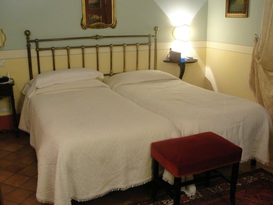 ‪‪Albergo Il Rondo‬: Standard room - twin beds‬