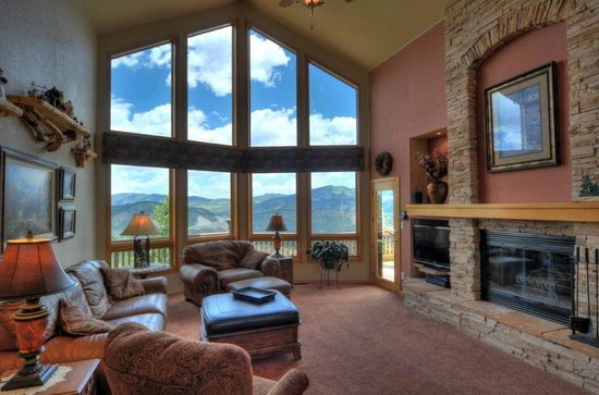 Evergreen Mountain Castle: Great Room With Views