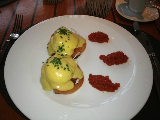 Four Seasons Hotel Silicon Valley at East Palo Alto: Breakfast Crabcakes - excellent