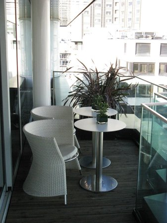 Four Seasons Hotel London at Park Lane: Arrivals Lounge Balcony