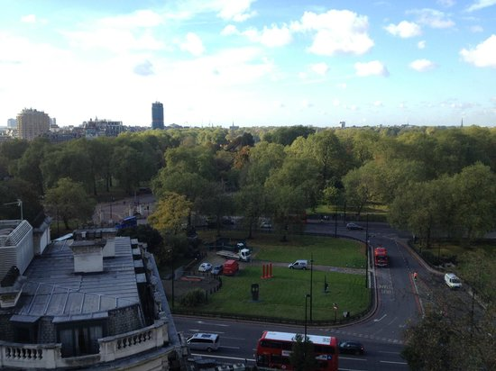 Four Seasons Hotel London at Park Lane: the Hyde Park view from our Deluxe King room