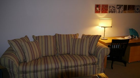 Marmara Manhattan Hotel: Large Sofa