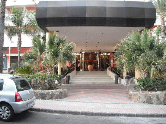 IFA Continental Hotel: Hotel entrance.
