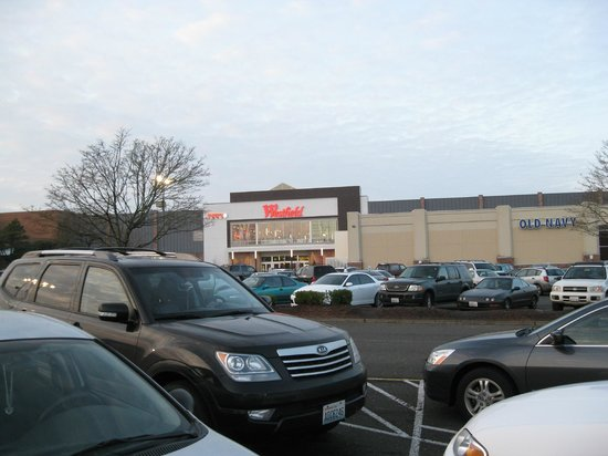 Howard Johnson Inn & Suites Vancouver/By Vancouver Mall: Westfield mall within walking distance!