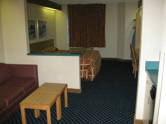 Howard Johnson Inn & Suites Vancouver/By Vancouver Mall: The whole suite room, pretty nice