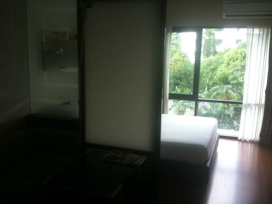 Citadines Sukhumvit 8 Bangkok: Sliding partition to isolate 'bedroom'