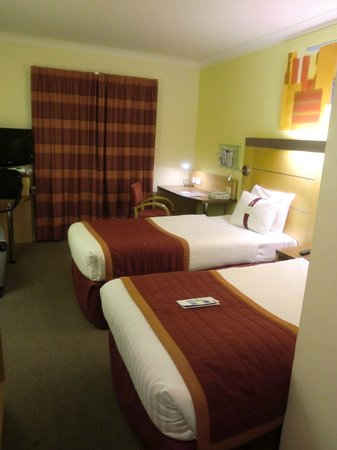 Holiday Inn Express London - Park Royal: 部屋はきれいで広い