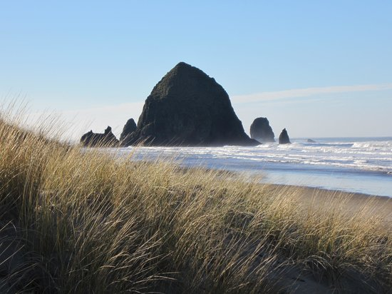 Ecola Creek Lodge: Haystack Rock at Cannon Beach