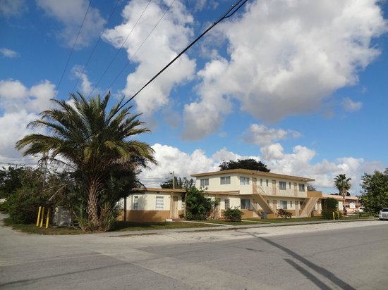 Miami Springs, FL: motel building picture
