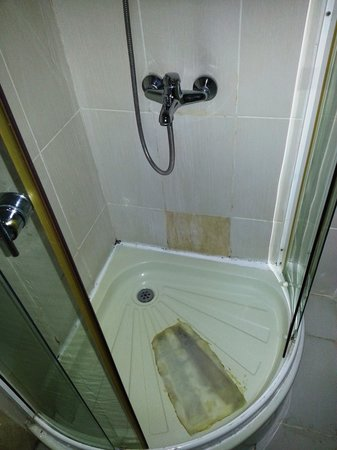 Kaftan Hotel: Shower