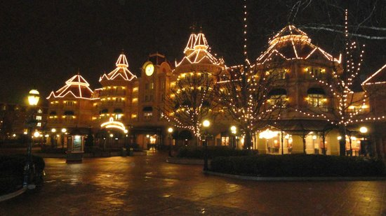 : Disneyland Hotel