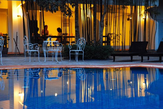 Orient D'Angkor Hotel: Dining by the Swimming Pool