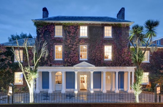 Southernhay House Hotel: Welcoming Southernhay House at dusk