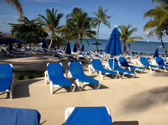 St. James's Club Morgan Bay: Beach and pool!! Not photoshopped but looks like it true heaven beach and pool all open