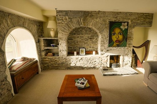 The Cliffs of Moher Retreat: Lounge